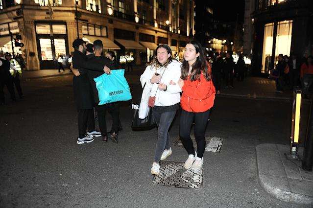 <p>People evacuate an area around Oxford Circus after an incident on Nov. 24, 2017. (Photo: Marcin Wziontek/REX/Shutterstock) </p>