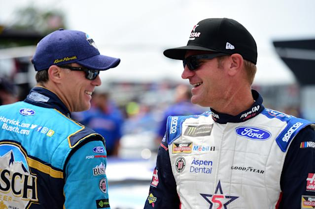 """<a class=""""link rapid-noclick-resp"""" href=""""/nascar/sprint/drivers/205/"""" data-ylk=""""slk:Kevin Harvick"""">Kevin Harvick</a> (L) finished third in the points standings. (Getty Images)"""