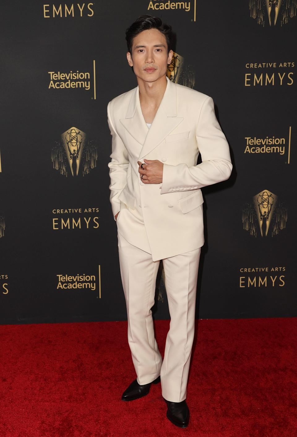 Chic, chic, chic! We love an all-white suit like the one Manny rocked on the carpet.
