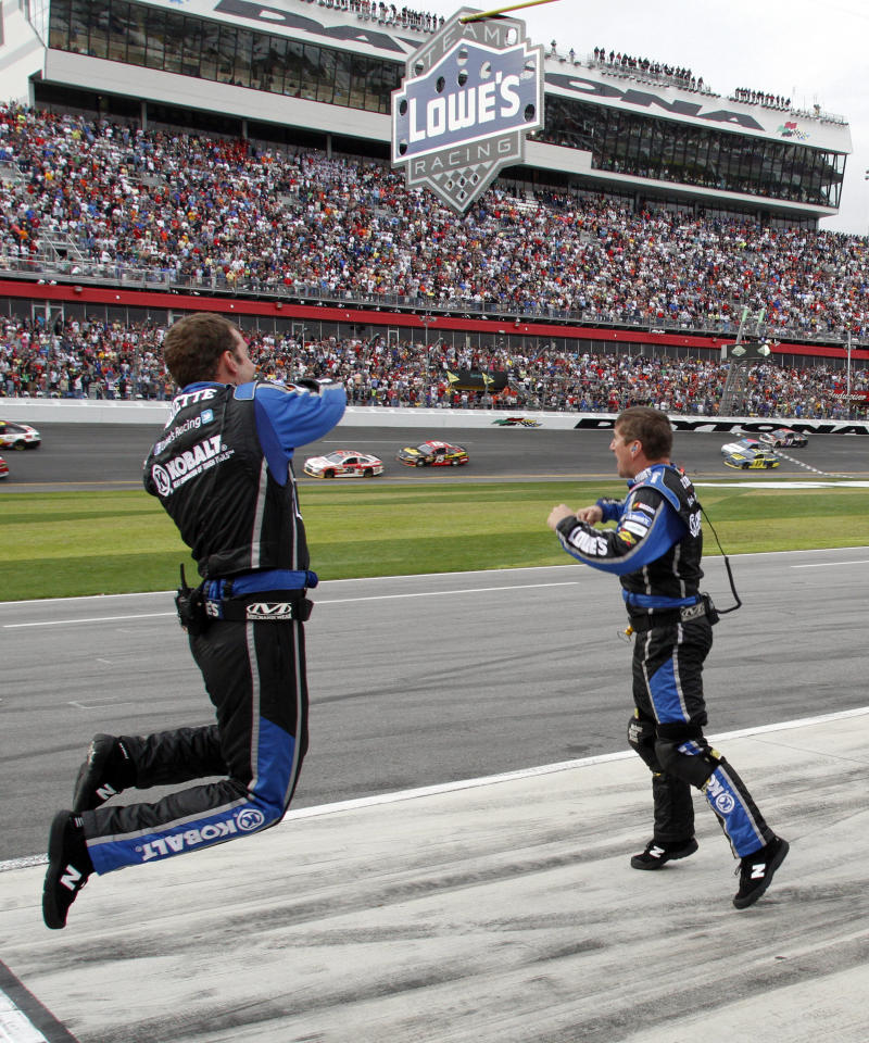 Lowe's extends with Jimmie Johnson through 2015