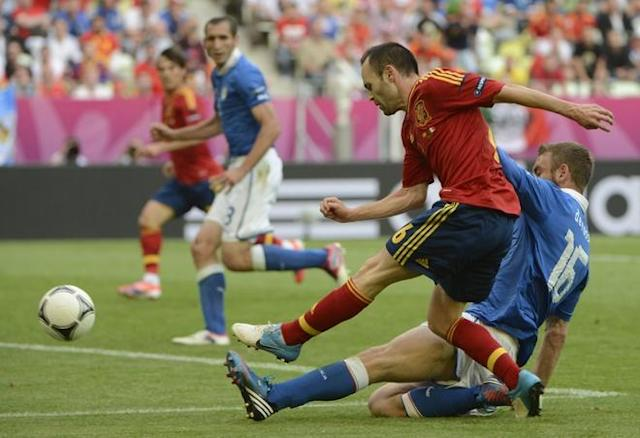 Spanish midfielder Andres Iniesta (L) vies with Italian midfielder Daniele De Rossi during the Euro 2012 championships football match Spain vs Italy on June 10, 2012 at the Gdansk Arena. AFP PHOTO / PIERRE-PHILIPPE MARCOUPIERRE-PHILIPPE MARCOU/AFP/GettyImages