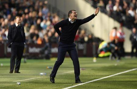 Britain Soccer Football - West Ham United v Everton - Premier League - London Stadium - 22/4/17 West Ham United manager Slaven Bilic and Everton manager Ronald Koeman  Action Images via Reuters / Tony O'Brien Livepic