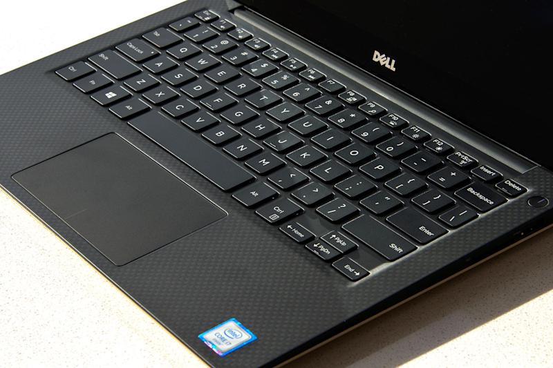 Dell-XPS-13-Gold-2016-keyboar