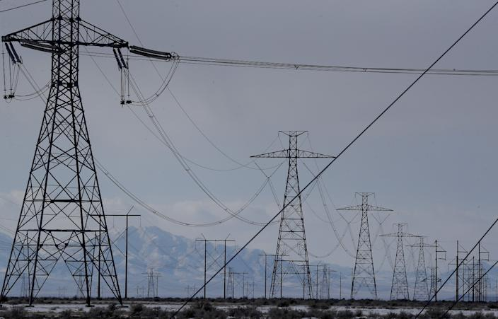 """Power lines carry electricity away from the coal-fired Intermountain Power Plant outside Delta, Utah. Los Angeles hopes to repurpose the 488-mile Southern Transmission System, which runs from Intermountain to Southern California, to transmit renewable energy. <span class=""""copyright"""">(Luis Sinco / Los Angeles Times)</span>"""
