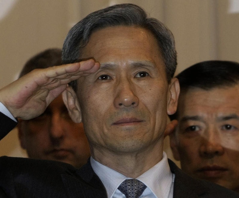 CORRECTS MONTH - Newly appointed Defense Minister Kim Kwan-jin salutes during his inauguration ceremony at the Defense Ministry in Seoul, South Korea, Saturday, Dec. 4, 2010. (AP Photo/Ahn Young-joon)