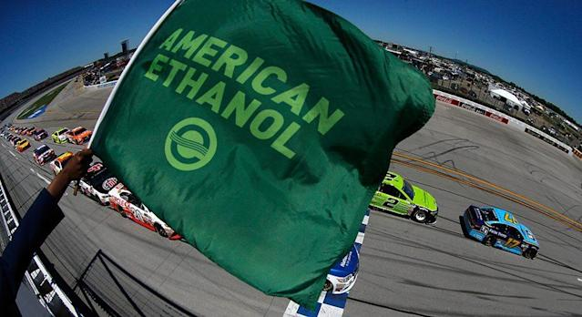 American Ethanol gets the green flag every time a NASCAR engine starts, keeping the sport running on high-performance Sunoco Green E15 fuel since 2011. Now the brand is presenting a Monster Energy NASCAR Cup Series driver the American Ethanol Green Flag Restart Award each week for shining on those quick starts. Each week the driver …