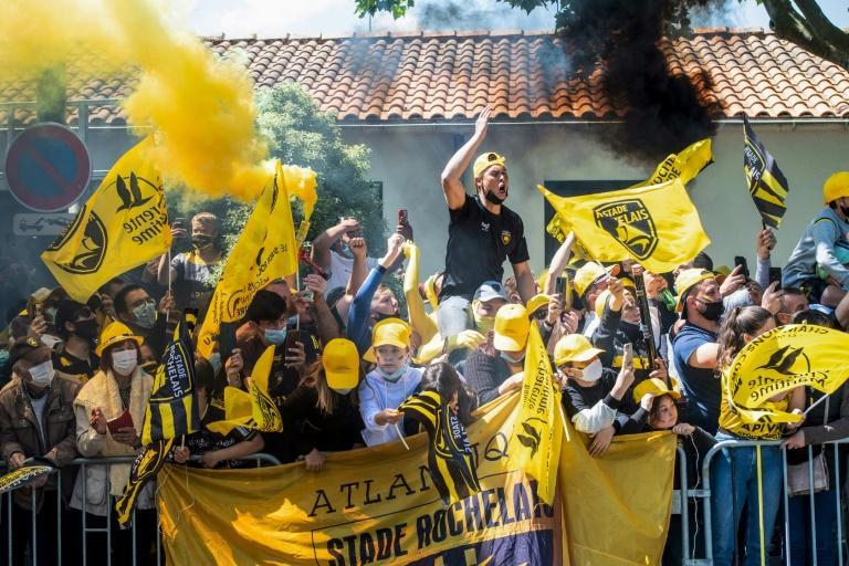 La Rochelle supporters ignored Covid-19 regulations to welcome their team to the stadium