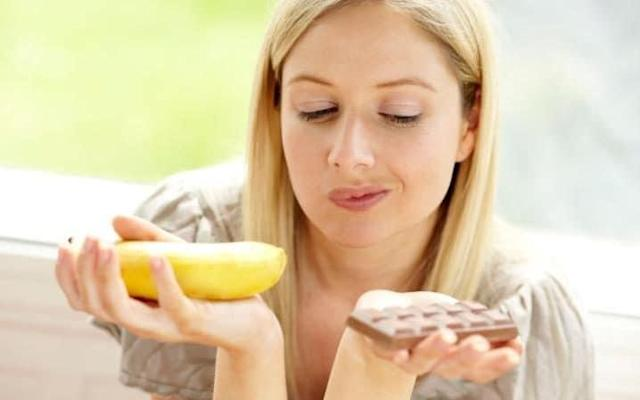 """People on the part-time """"5:2"""" diet lose weight more quickly and are more healthy than those undertaking a consistent, traditional diet, a new study suggests. UK researchers found that 5:2 dieters were able to achieve at least five per cent of their weight-loss target within two months while enjoying lower blood pressure and a better ability to clear fat out of their system. They said the findings indicate the part-time diet may provide better long-term protection for heart disease. Promoted as the diet which allows """"chocolate cake five times a week"""", 5:2 first became widely known in the UK in 2012 and has since soared in popularity. Published in the British Journal of Nutrition Reports, the study divided 27 participants between daily and 5:2 diets. Those on the 5:2 ate normally for five days, followed by two """"fasting"""" days when they consumed only 600 calories. Participants in the other group were advised consistently to eat 600 calories less per day than their estimated requirements for maintaining their weight. This meant that the women ate 1,400 calories and the men 1,900 calories each day. healthy diet The 5:2 dieters achieved five per cent weight-loss within an average of 59 days, whereas the others took an average of 73 days. The research team at the University of Surrey also found that the participants who followed the 5:2 diet cleared the fat from a meal given to them more efficiently than those who undertook the daily diet. Dr Rona Antoni, Research Fellow in Nutritional Metabolism at the University of Surrey, said: """"As seen in this study, some of our participants struggled to tolerate the 5:2 diet, which suggests that this approach is not suited to everybody; ultimately the key to dieting success is finding an approach you can sustain long term. """"But for those who do well and are able stick to the 5:2 diet, it could potentially have a beneficial impact on some important risk markers for cardiovascular disease, in some cases more so than daily dieting. """"Howev"""