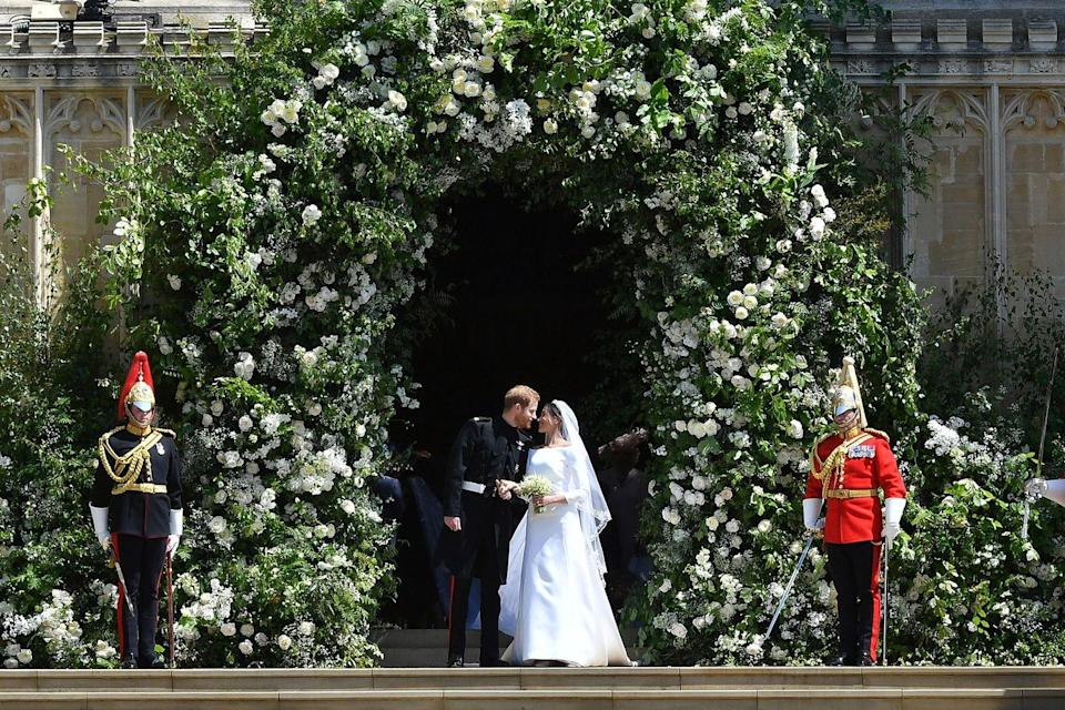 <p>A flower arch worth swooning over. </p>
