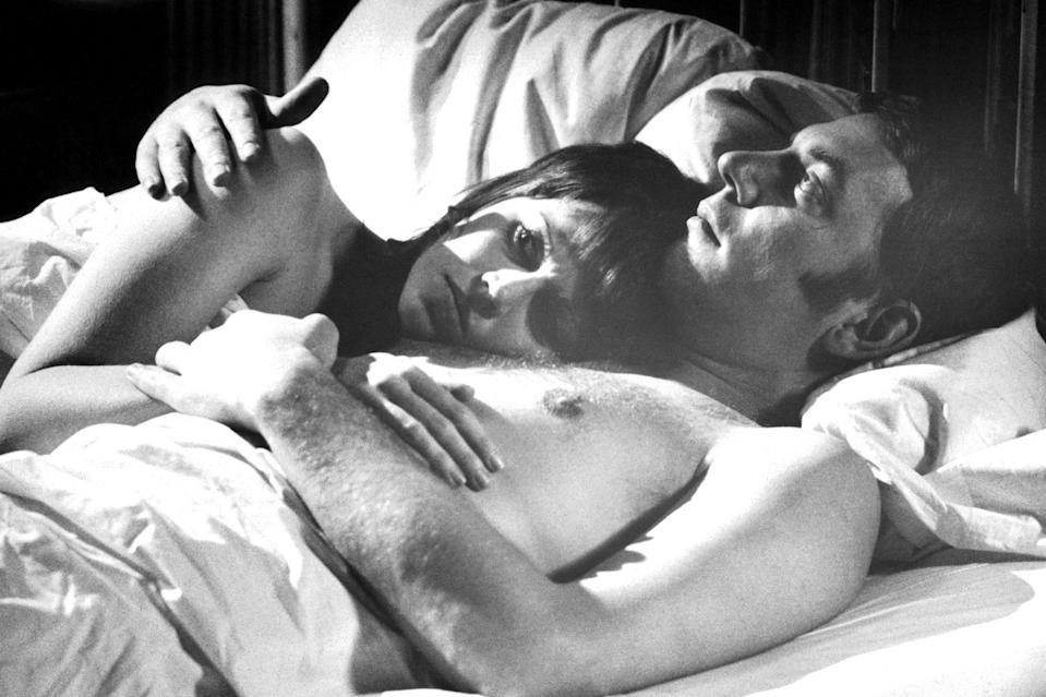 <p>The actress in bed with a young Donald Sutherland in their film <em>Klute </em>in 1971.</p>