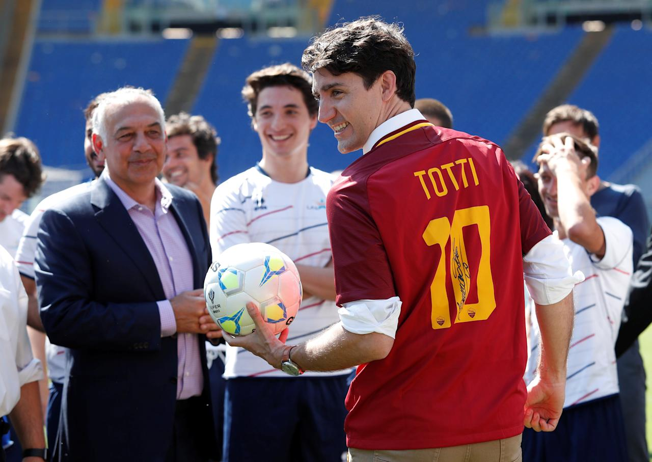 "Canada's Prime Minster Justin Trudeau wears an AS Roma's jersey signed by Francesco Totti during the event ""Open goal"" at the Olympic stadium in Rome, Italy May 29, 2017. REUTERS/Remo Casilli"