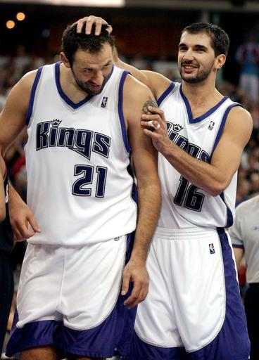 Day after Divac departs as Kings GM, Stojakovic resigns too