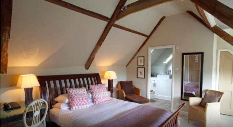 This former coaching inn mixes comfort with gastronomical delights. (Booking.com)