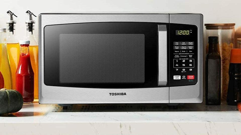 This microwave has fast cooking times and easy controls—and it's on sale.