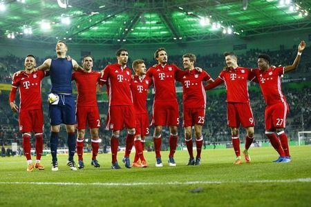 Football Soccer -  Borussia Moenchengladbach v Bayern Munich - German Bundesliga - Stadion im Borussia Park, Moenchengladbach, Germany - 19/3/17 - Bayern Munich players after the match.  REUTERS/Thilo Schmuelgen