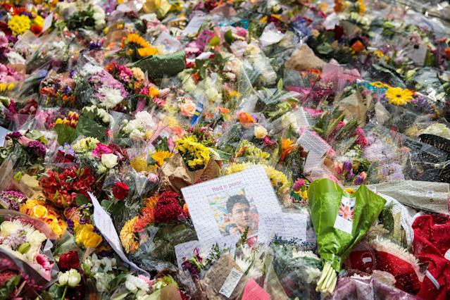 <p>A 'Rest in Peace' sign sits among floral tributes on London Bridge following the June 3rd terror attack on June 6, 2017 in London, England. (Photo: Jack Taylor/Getty Images) </p>
