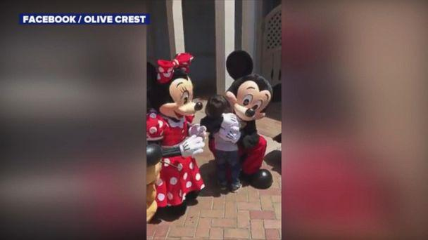 VIDEO: Mickey and Minnie Mouse sign 'I love you' to deaf boy at Disneyland (ABCNews.com)
