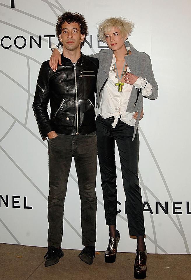 "While supermodel Agyness Deyn teeters in her funky shoes, her fiance, Strokes guitarist Albert Hammond Jr., looks like he's about to fall over! Jamie McCarthy/<a href=""http://www.wireimage.com"" target=""new"">WireImage.com</a> - October 21, 2008"