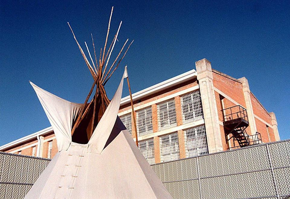 "<span class=""caption"">A teepee outside the women's unit of the Saskatchewan Penitentiary in Prince Albert, Sask., Jan., 2001. </span> <span class=""attribution""><span class=""source"">CP PHOTO/Thomas Porter</span></span>"