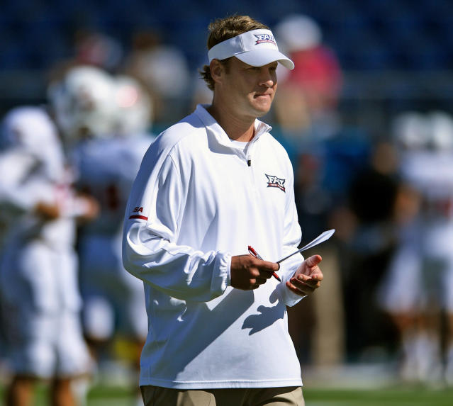 "Florida Atlantic head coach Lane Kiffin had to build some suspense before surprising walk-on <a class=""link rapid-noclick-resp"" href=""/ncaaf/players/247628/"" data-ylk=""slk:Gerald Hearns"">Gerald Hearns</a> with a scholarship. (Jim Rassol/South Florida Sun-Sentinel via AP, File)"