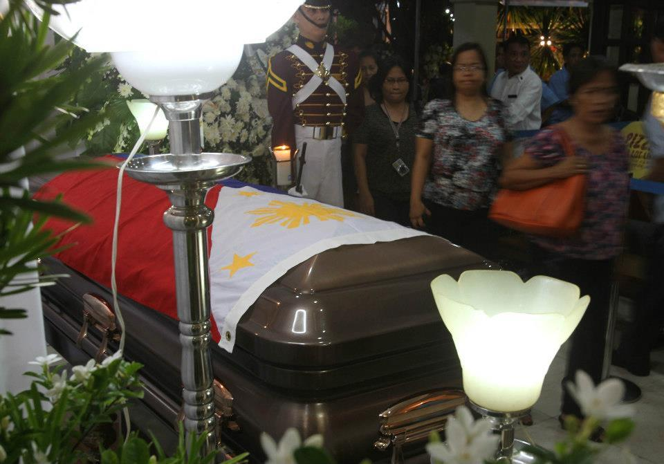 Supporters of Secretary Jesse M. Robredo queuing to pay their respects. (Malacanang photo)