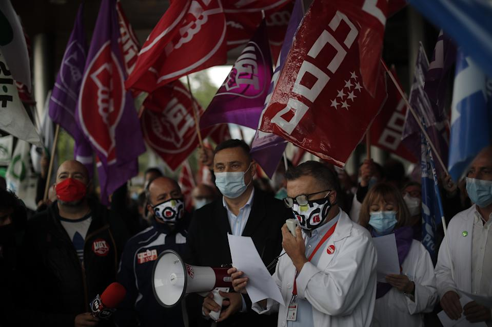 MADRID, SPAIN - OCTOBER 20: Spanish healthcare workers take part in a protest against work conditions, getting heavier due to coronavirus (COVID-19) pandemic, and privatization in the health sector outside the Ramon y Cajal State Hospital in Madrid, Spain on October 20, 2020. (Burak Akbulut/Anadolu Agency via Getty Images)