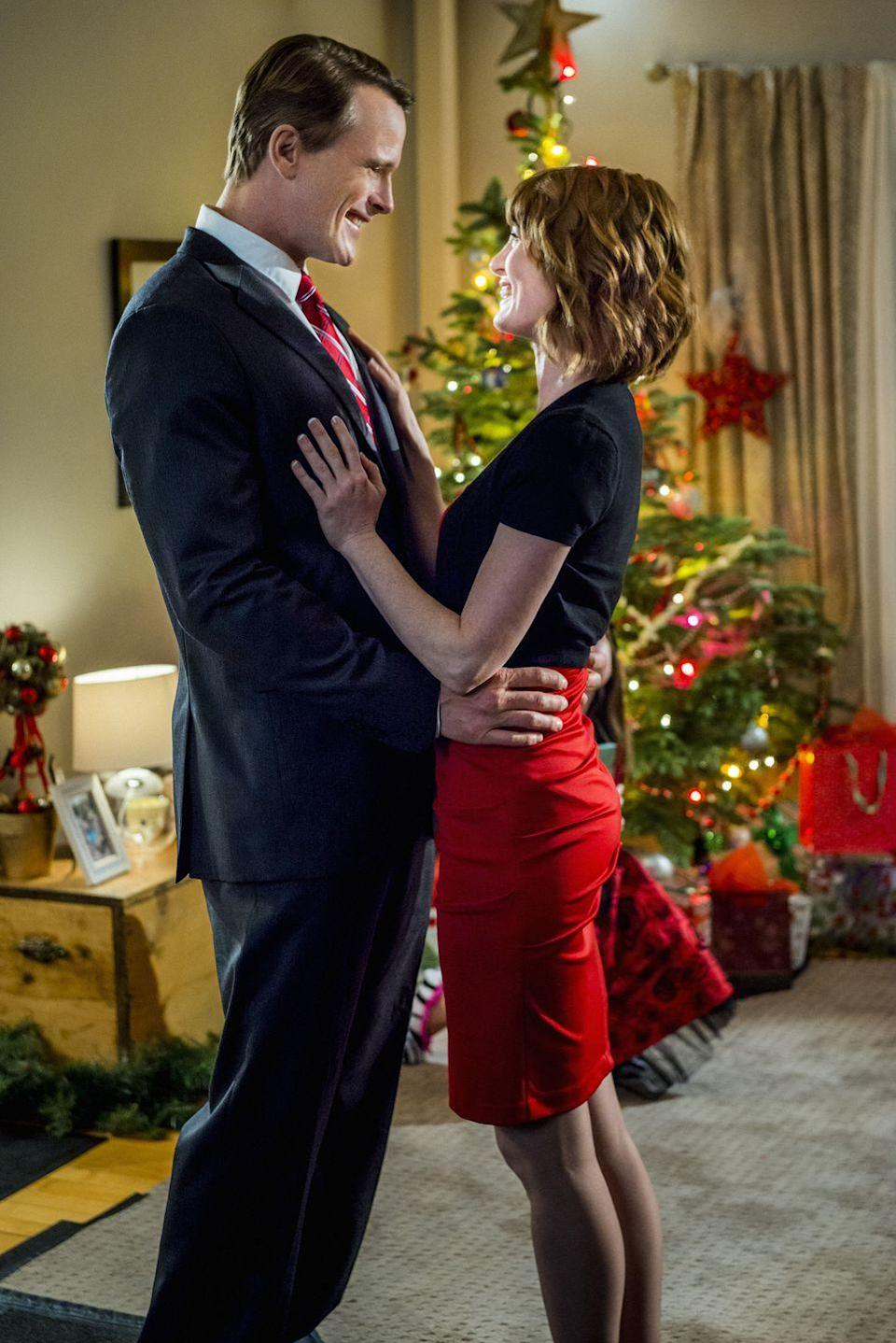 <p>Desperate for work, single mom Nicky (Alicia Witt) finds a job at Cartwright's department store. The only problem is that she'll be playing Santa, and therefore needs to hide the fact that she's a woman. Fortunately, she has the help of an angel, and ends up meeting the love of her life in the process.</p>