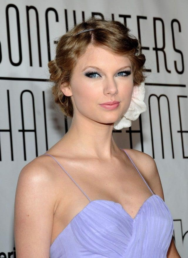 Taylor Swift at 2010 Songwriters Hall of Fame