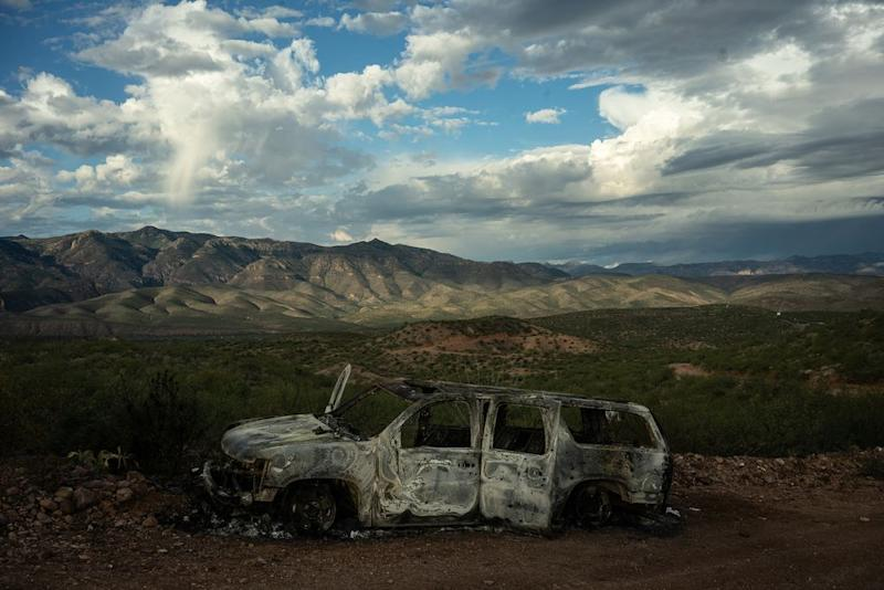 The burned-out SUV that Rhonita Miller and her children were driving in on Nov. 4 when they came under attack. | César Rodríguez—El País
