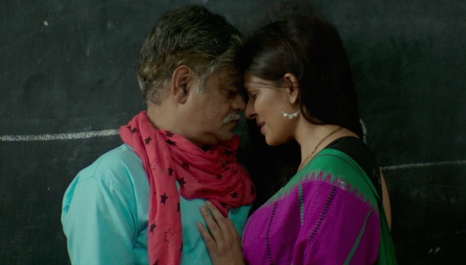 In this sweet story based in Banaras, Sanjay Mishra, a fifty-something middle-class man, sets out to woo his wife (Ekavali Khanna) back after she grows tired of being taken for granted.