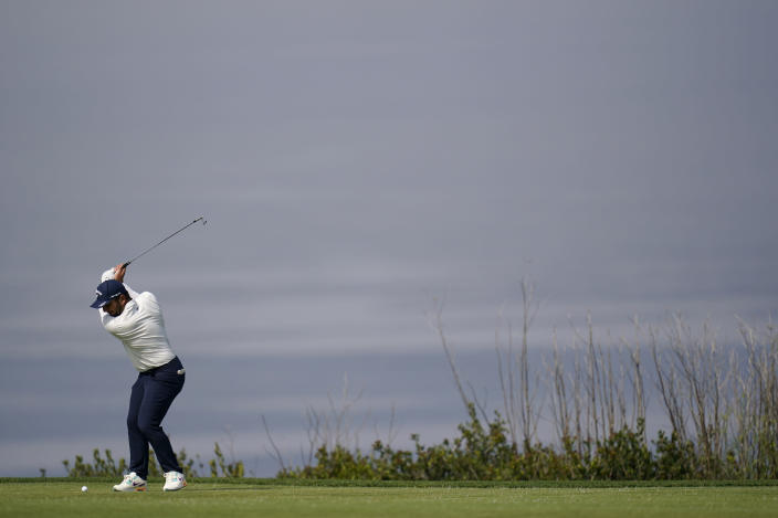 Francesco Molinari, of Italy, plays his shot from the fourth tee during the first round of the U.S. Open Golf Championship, Thursday, June 17, 2021, at Torrey Pines Golf Course in San Diego. (AP Photo/Gregory Bull)