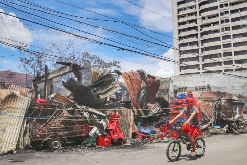 Fire hits building in Kamputhaw, kills one