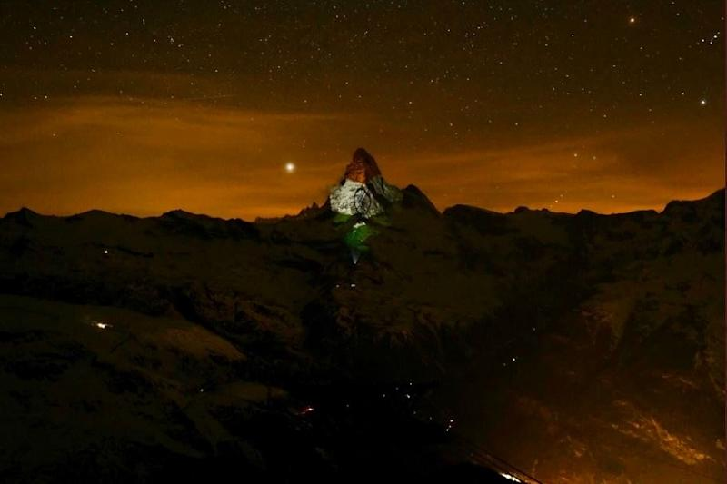 Covid-19: Tricolour beamed on Swiss Matterhorn to send message of hope