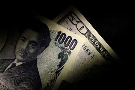Illustration photo of Japan Yen and U.S. Dollar notes
