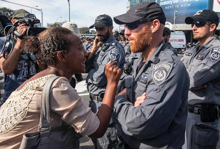 An Israeli woman from the Ethiopian community argues with Israeli security forces in the coastal city of Tel Aviv, on May 3, 2015, during a protest called by members of the Ethiopian community against alleged police brutality and discrimination (AFP Photo/Jack Guez)
