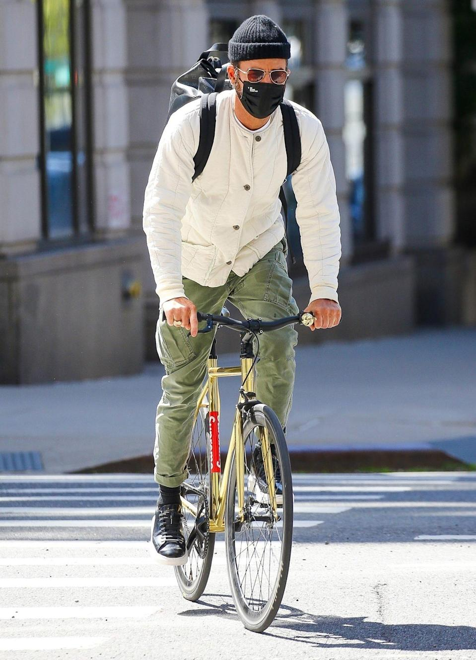 <p>Justin Theroux hops on his bike for a ride around New York City on Monday.</p>