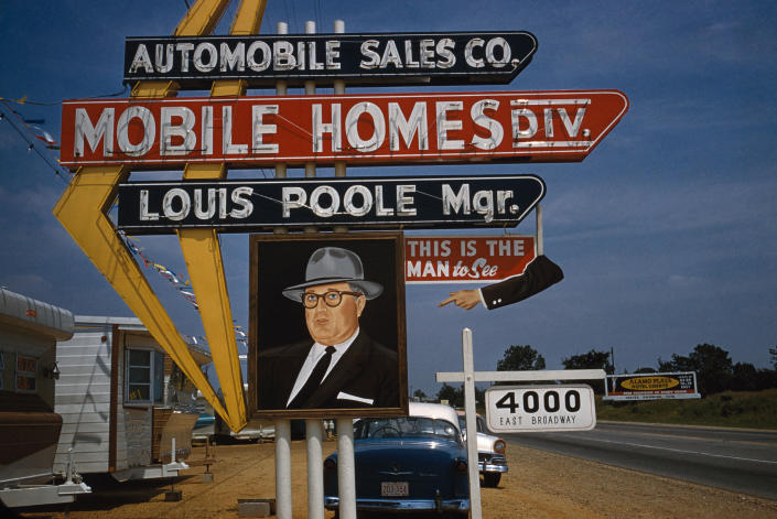 <p>On the road to Reno, outside Memphis, Tenn., in 1960. (© Inge Morath/Magnum Photos from the book <em>Inge Morath: An Illustrated Biography</em> by Linda Gordon, published by Prestel) </p>