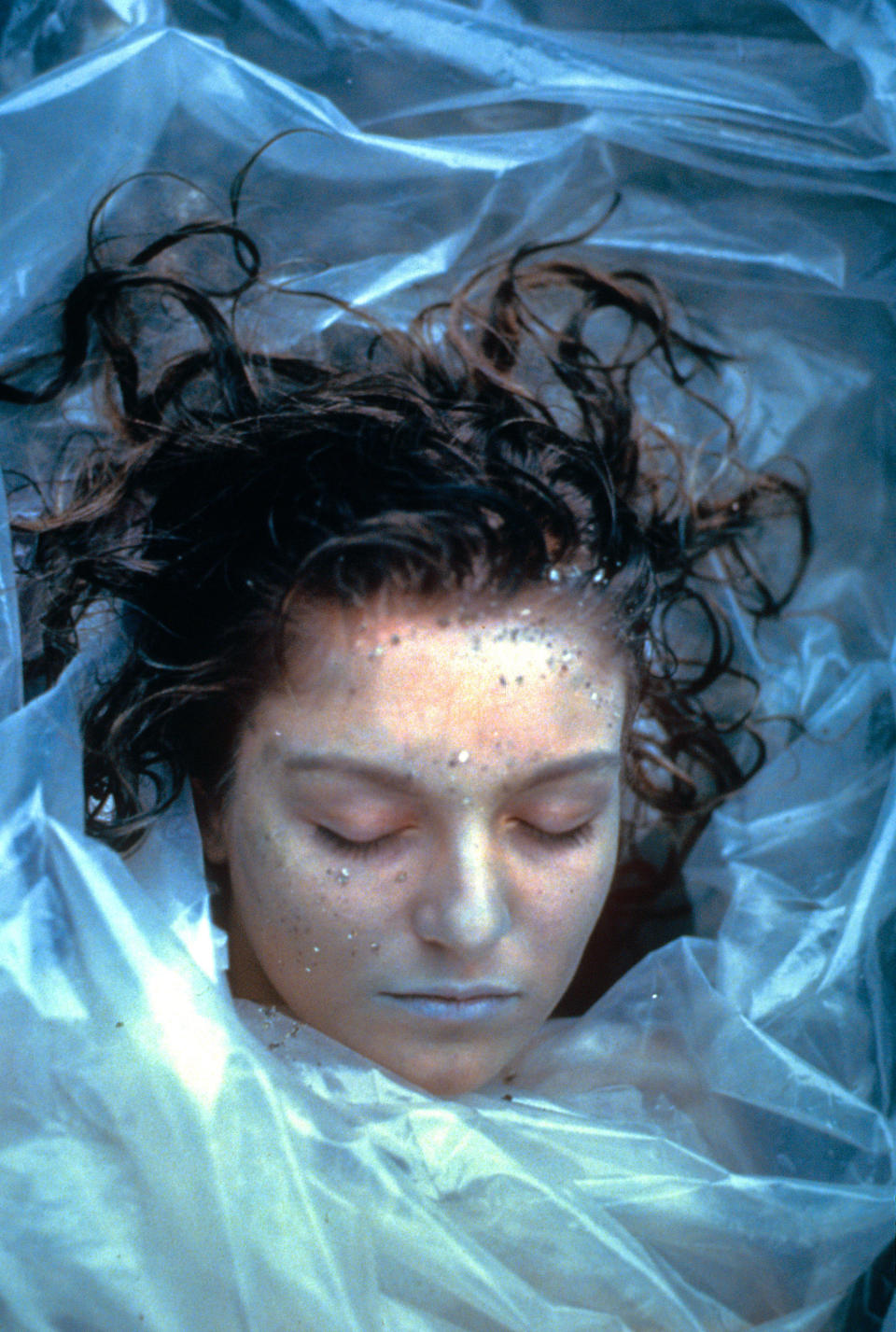 Sheryl Lee remembers director David Lynch carefully arranging the grains of sand on Laura Palmer's face (Photo: Spelling Entertainment/courtesy Everett Collection)
