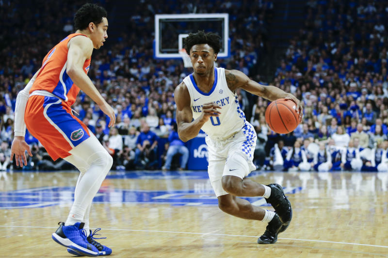 LEXINGTON, KENTUCKY - FEBRUARY 22: Ashton Hagans #0 of the Kentucky Wildcats dribbles the ball while guarded by Andrew Nembhard #2 of the Florida Gators at Rupp Arena on February 22, 2020 in Lexington, Kentucky. (Photo by Silas Walker/Getty Images)