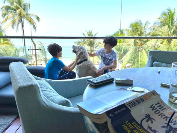 We spied a book Hrithik Roshan was reading when he posted this picture, which is <strong>The 4-Hour Workweek: Escape 9–5, Live Anywhere, and Join the New Rich by Timothy Ferriss.</strong>
