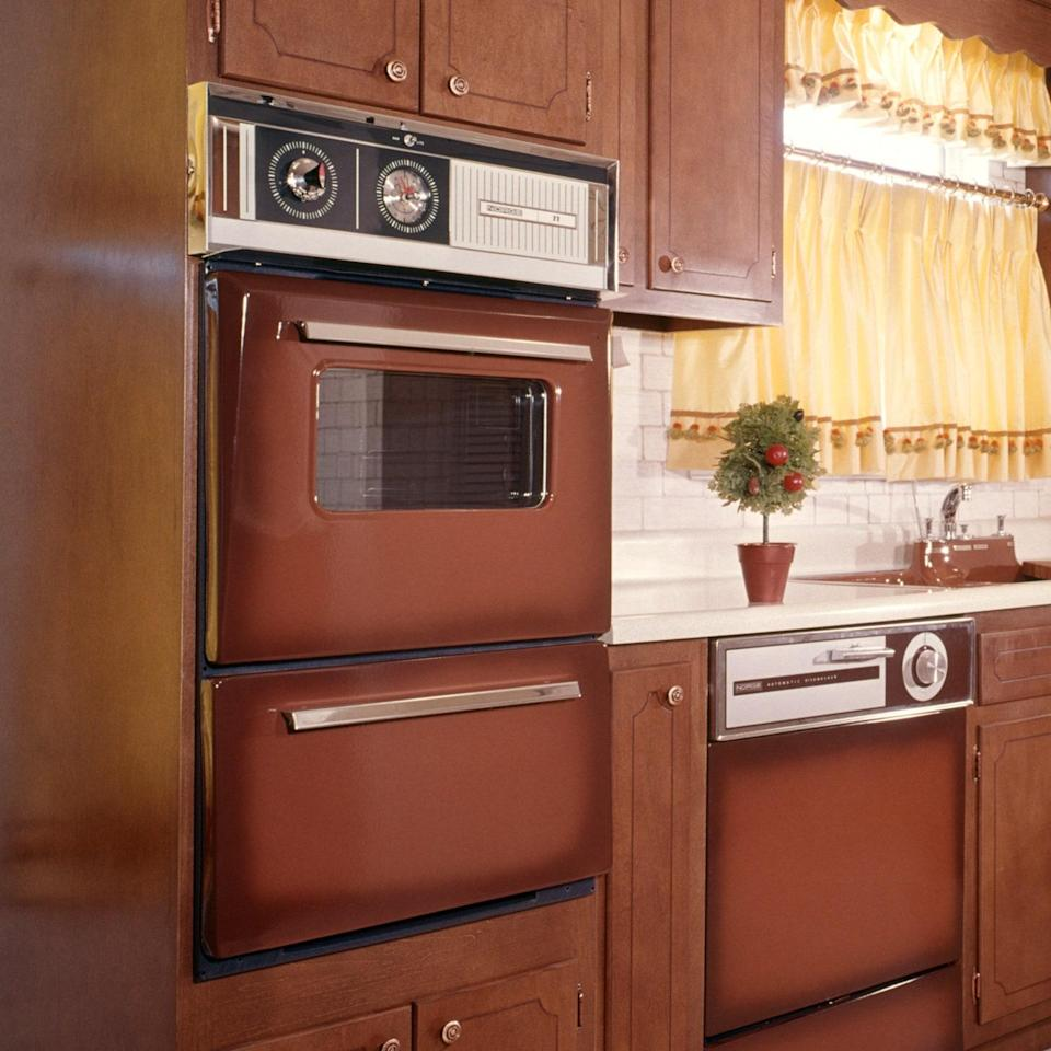 """<h1 class=""""title"""">Vintage Oven Kitchen</h1><cite class=""""credit"""">Photo Courtesy Getty Images / H. Armstrong Roberts / Classicstock </cite>"""