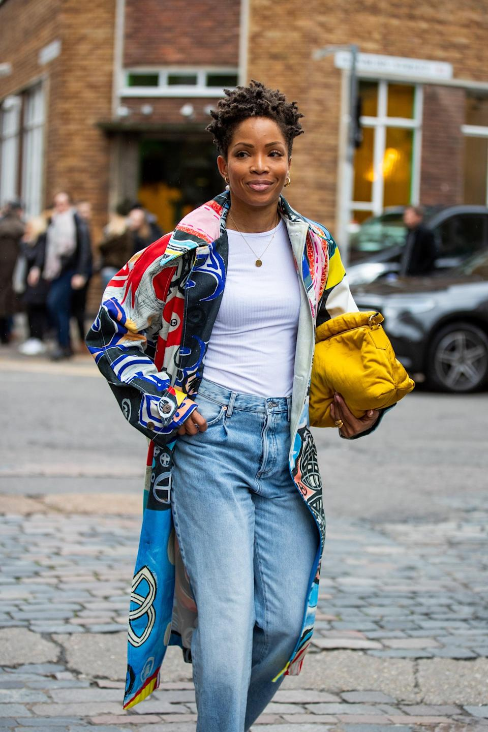 <p>Liven up a baggy jeans and t-shirt outfit with a colorful printed jacket and a bright clutch. </p>