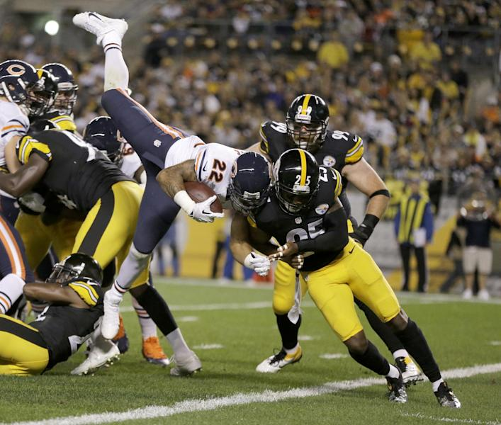 Chicago Bears running back Matt Forte (22) goes in for a touchdown over Pittsburgh Steelers free safety Ryan Clark (25) in the first quarter of an NFL football game in Pittsburgh, Sunday, Sept. 22, 2013. (AP Photo/Gene J. Puskar)