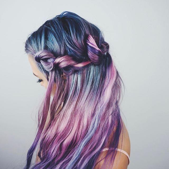 <p>Knots instead of a traditional braid on a very untraditional hair color. </p>