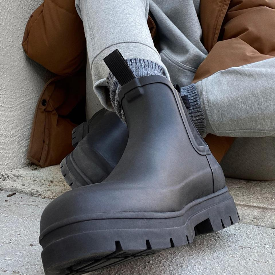 <p>We'd throw on these <span>Everlane The Rain Boots</span> ($75) anytime, anywhere.</p>
