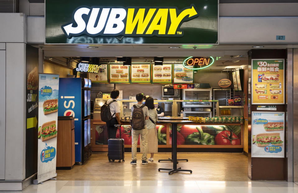 Establecimiento de Subway en Hong Kong. (Photo by Budrul Chukrut/SOPA Images/LightRocket via Getty Images)
