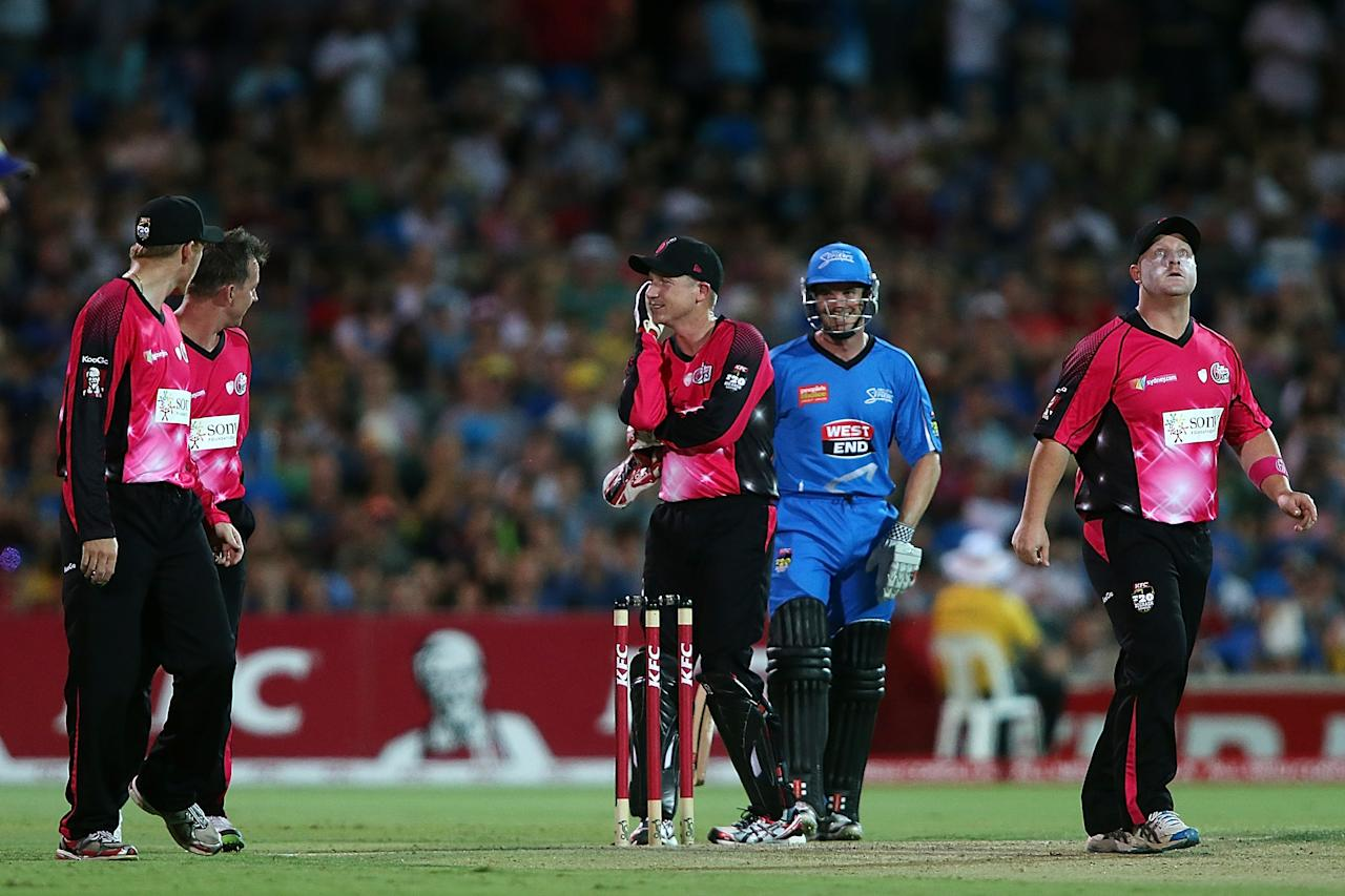 ADELAIDE, AUSTRALIA - DECEMBER 23: Sixers players react after Michael Klinger (C) of the Strikers was nearly run-out during the Big Bash League match between the Adelaide Strikers and the Sydney Sixers at Adelaide Oval on December 23, 2012 in Adelaide, Australia.  (Photo by Morne de Klerk/Getty Images)