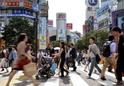 Japan business sentiment improves, risks remain