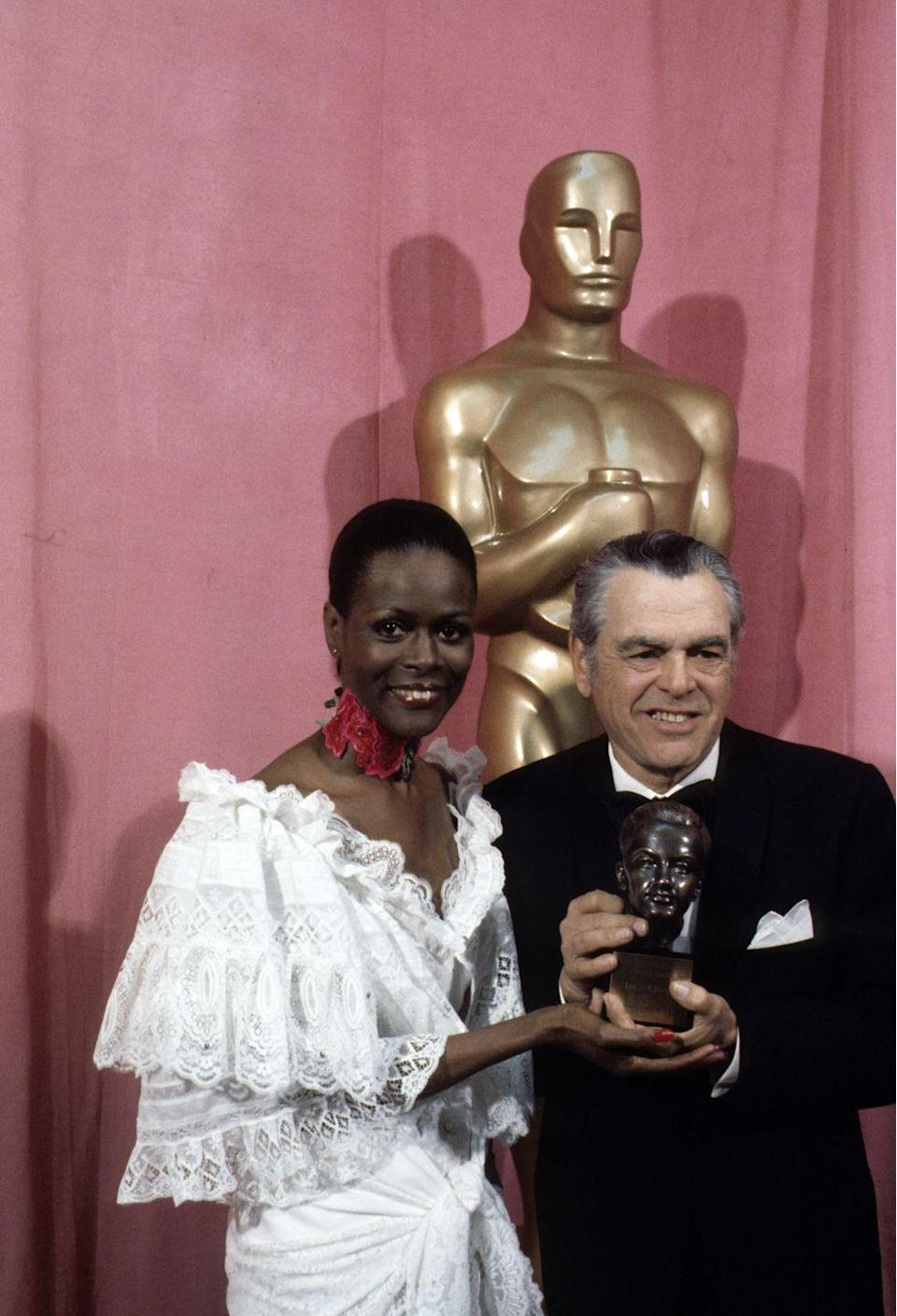<p>Presenting the Irving G. Thalberg award that year never looked so good. Cicely was glowing in an all-white gown and rose-patterned neckpiece that made this 'fit stand out.</p>