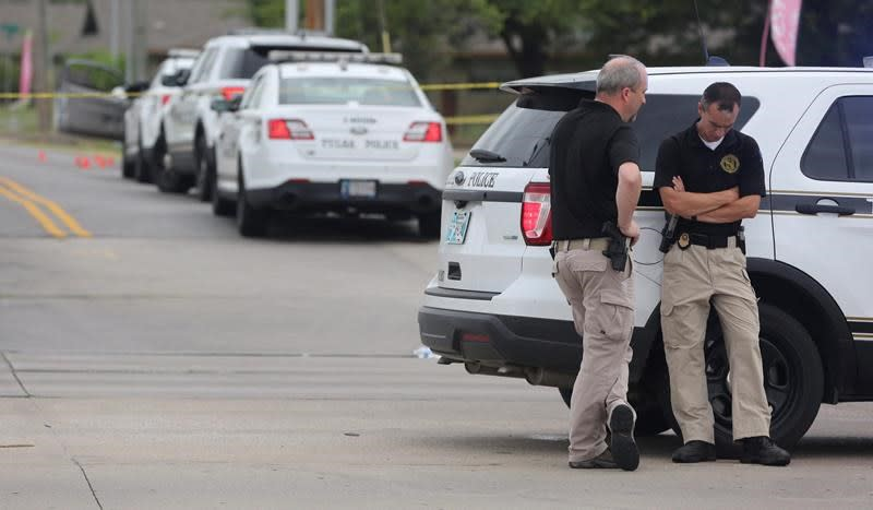 1 of 2 Oklahoma officers shot during traffic stop dies